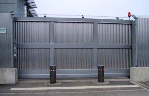 High security cantilever gate en situ with bollards for extra protection